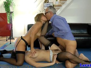English mature cumswapping in threesome