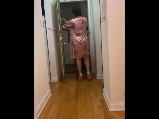 Exposing my nude body in front of the delivery person / Nude Arab
