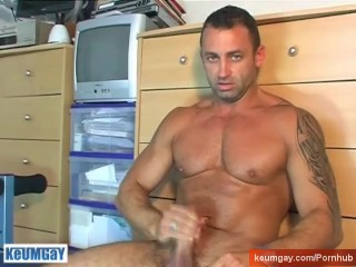 Gym trainer of my fitness club made a porn where a guy wanks his big dick: Stefano