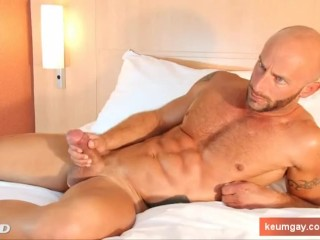 Famous fitness coach made a gay porn ! Aymeric