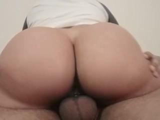 Big ass girl bouncing on a big dick