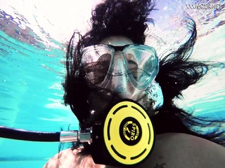 Brita Piskova masturbates underwater in the swimming pool